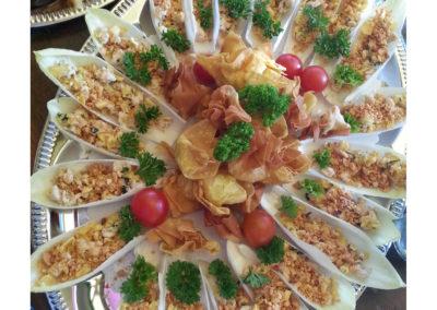 Chicorée Schiffchen mit Pouletfleisch